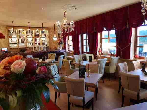 RIVERDAM Hotel & Steakhouse